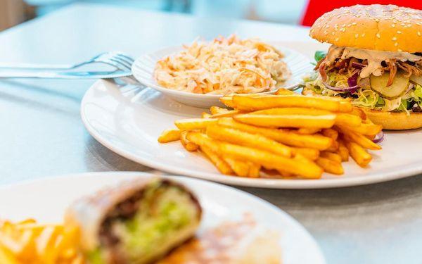 Burger nebo tortilla s čerstvým trhaným masem