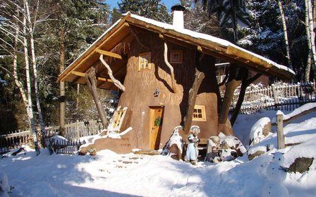 Zima v Pohádkové vesničce pro 2 + 2 děti do 12 let s polopenzí a bazénem