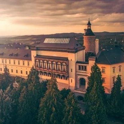 Křivoklátsko: zámek Chateau Hotel Zbiroh s unikátním wellness a snídaní v krčmě