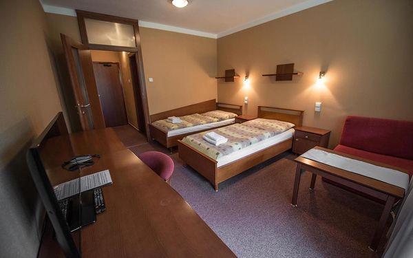 Dvoulůžkový pokoj Classic s oddělenými postelemi, přistýlkou a balkonem3