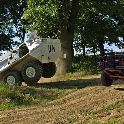 Prohlídka vojenského muzea a jízda v transportéru