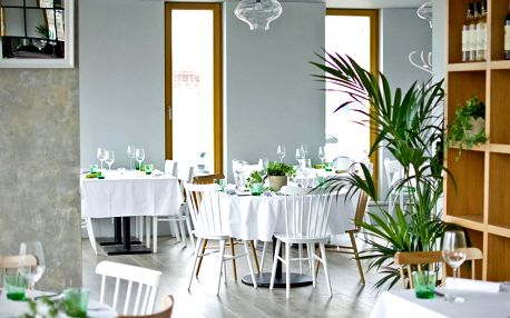 Dárkové poukazy do moderní restaurace na nábřeží