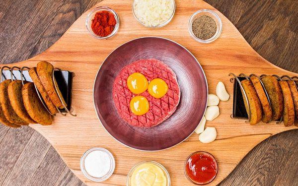 Tatarský biftek z mladého býčka (roštěná 500 g) s 18 česnekovými topinkami2