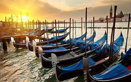 Den na pláži v Benátkách a večerní Benátky, Veneto - Benátky