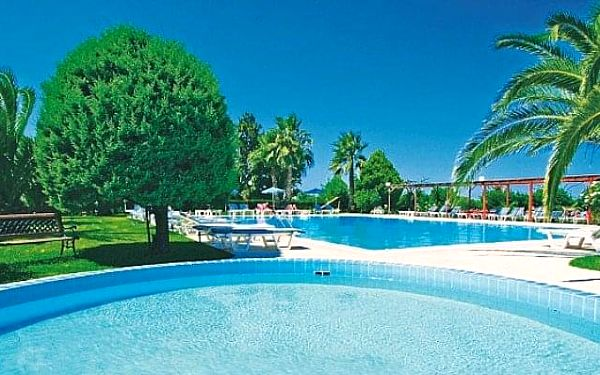 Hotel Nina Beach