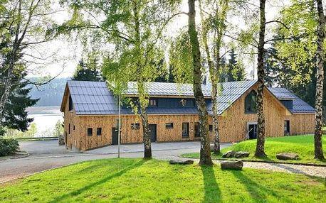 Jizerské hory: Moderní lesní Resort Montanie u přehrady Souš s neomezeným wellness a polopenzí