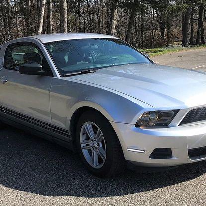 Legendární Ford Mustang kupé či kabriolet na den