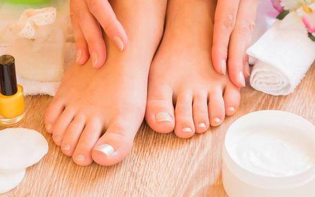 Masáž nohou nebo pedikúra dle výběru