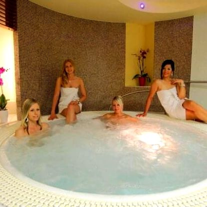 Beskydy v Hotelu Eroplán **** u skiareálů s polopenzí, wellness a Rožnov Card