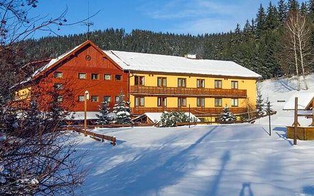 Beskydy jen 800 m od skiareálu v Horském hotelu Kyčerka *** s polopenzí