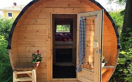 Romantický pobyt v dřevěných spacích sudech Schlaffass Tattendorf v Rakousku