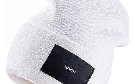Bílá čepice Woolk s nášivkou