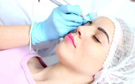 Krásné obočí: microblading a vláskování