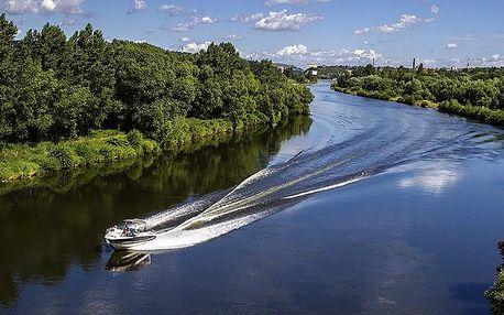 Plavba motorovým člunem po kouzelném Baťově kanálu