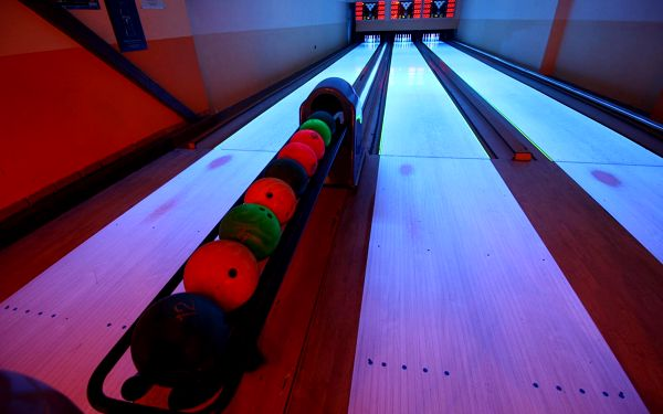 Hodina bowlingu a BBQ křídla (až pro 8 lidí)2