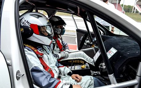 Spolujezdcem v závodním speciálu OCR