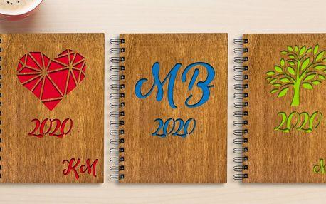 Diáře a bločky s dřevěnými deskami: vlastní text