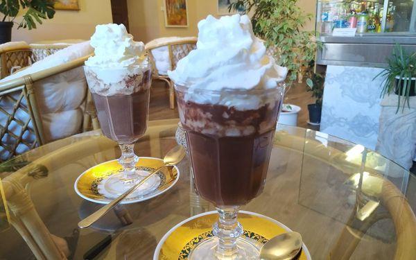 2x horká čokoláda se šlehačkou4