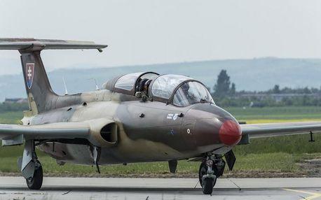 Let ve stíhačce L-29 rychlostí až 700 km/h a k tomu přetížení 5G