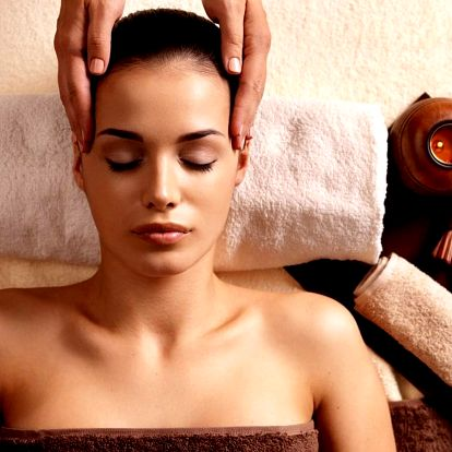 Relaxační a uvolňující masáž hlavy, obličeje a dekoltu