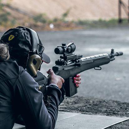 Zážitková střelba na kryté střelnici nedaleko Kolína