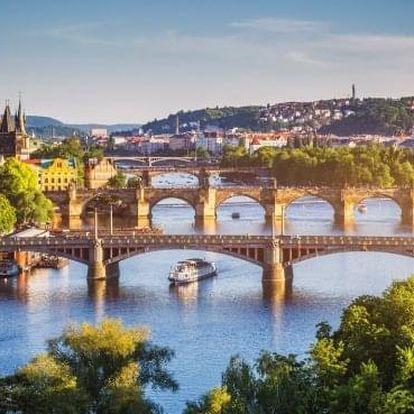 Luxusní romantický pobyt v centru Prahy s láhví vína a možností wellness