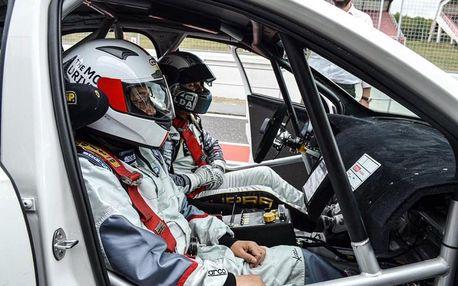 Spolujezdcem v závodním speciálu OCR s profesionálním závodním pilotem