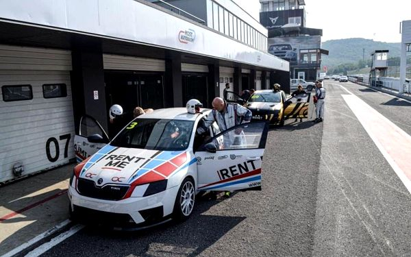 Spolujezdcem v závodním speciálu OCR s profesionálním závodním pilotem4