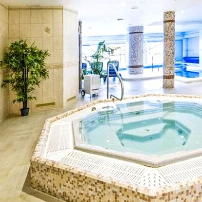 Krušné hory: Boží Dar v Hotelu Praha *** s neomezeným vstupem do bazénu a vířivky + polopenze