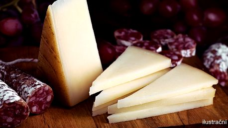 Delikátní sýry i španělská sušená klobása