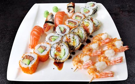 Sushi set s 35 kousky: losos, krevety i úhoř