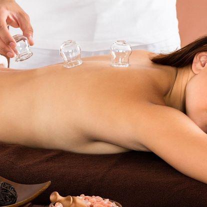 Uvolňující masáž zad a šíje s pomocí ohňových baněk