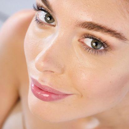 Kosmetické ošetření pleti aktivním uhlím nebo lifting obličeje