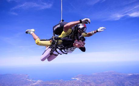 Tandemový seskok Vyškov z výšky 2500 m