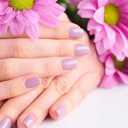 Pro krásné ruce: nové gelové nehty nebo doplnění