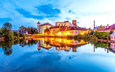 Jindřichův Hradec přímo pod hradem v Penzionu U Tkadlen se snídaní a 50% slevou do gobelínových dílen