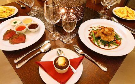 Hovězí i vepřový steak, hranolky i dezert