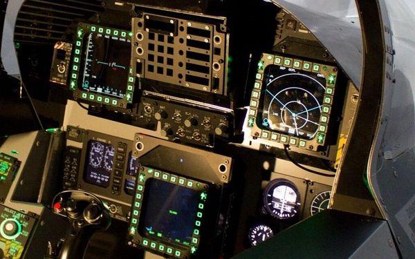 Pilotem na zkoušku Brno: simulátor letu ve stíhačce F/A-18 Hornet po 15 minut2