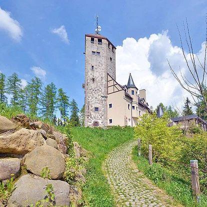 Liberec: Hotel ve středověkém hrádku s polopenzí a vlastní rozhlednou