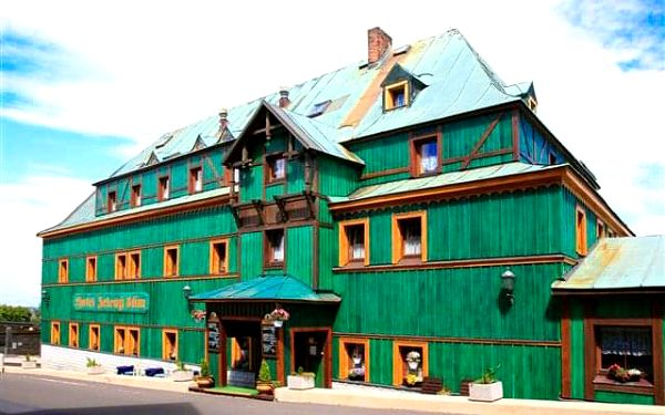 V srdci Krušných hor: Hotel Zelený Dům *** se zapůjčením trekových holí a polopenzí
