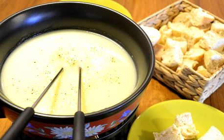 Fondue nebo raclette v Bali cafe pro 2 osoby