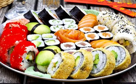 Až 60% sleva na sushi sety s sebou: 24 až 81 kousků z Asian House Vršovice