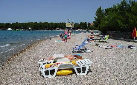 Jednodenní koupaní v chorvatském Umagu na prosluněné pláži