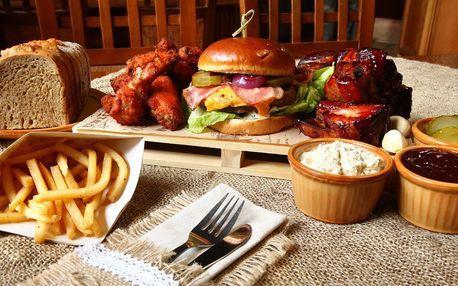 Hostina pro 2 os.: burger, žebra, křídla a hranolky