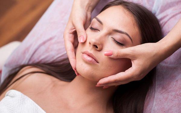 Relaxační kosmetická masáž obličeje, dekoltu a krku