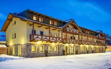 Šumava luxusně: Hotel Resort Relax **** u Lipna s vlastní pláží, wellness, bazénem a snídněmi + 1x večeře