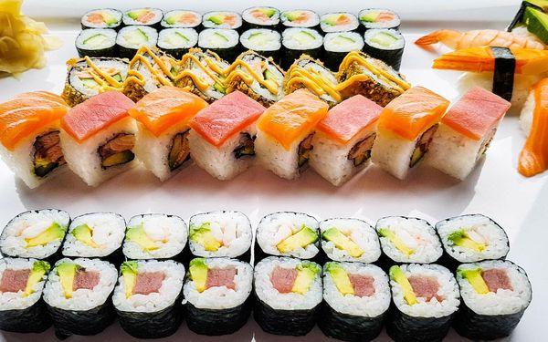 54 ks sushi s lososem, krabem i krevetami pro 2