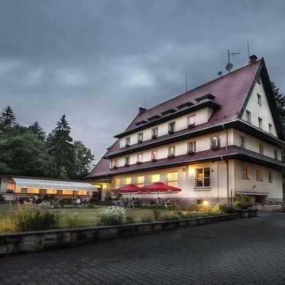 ParkHotel přímo u Prachovských skal s polopenzí a večery s neomezeným vínem