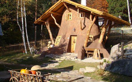 Jaro v Pohádkové vesničce pro 2 + 2 děti do 12 let s polopenzí a bazénem