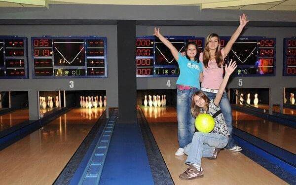 2 hodiny bowlingu a 30% sleva na konzumaci2